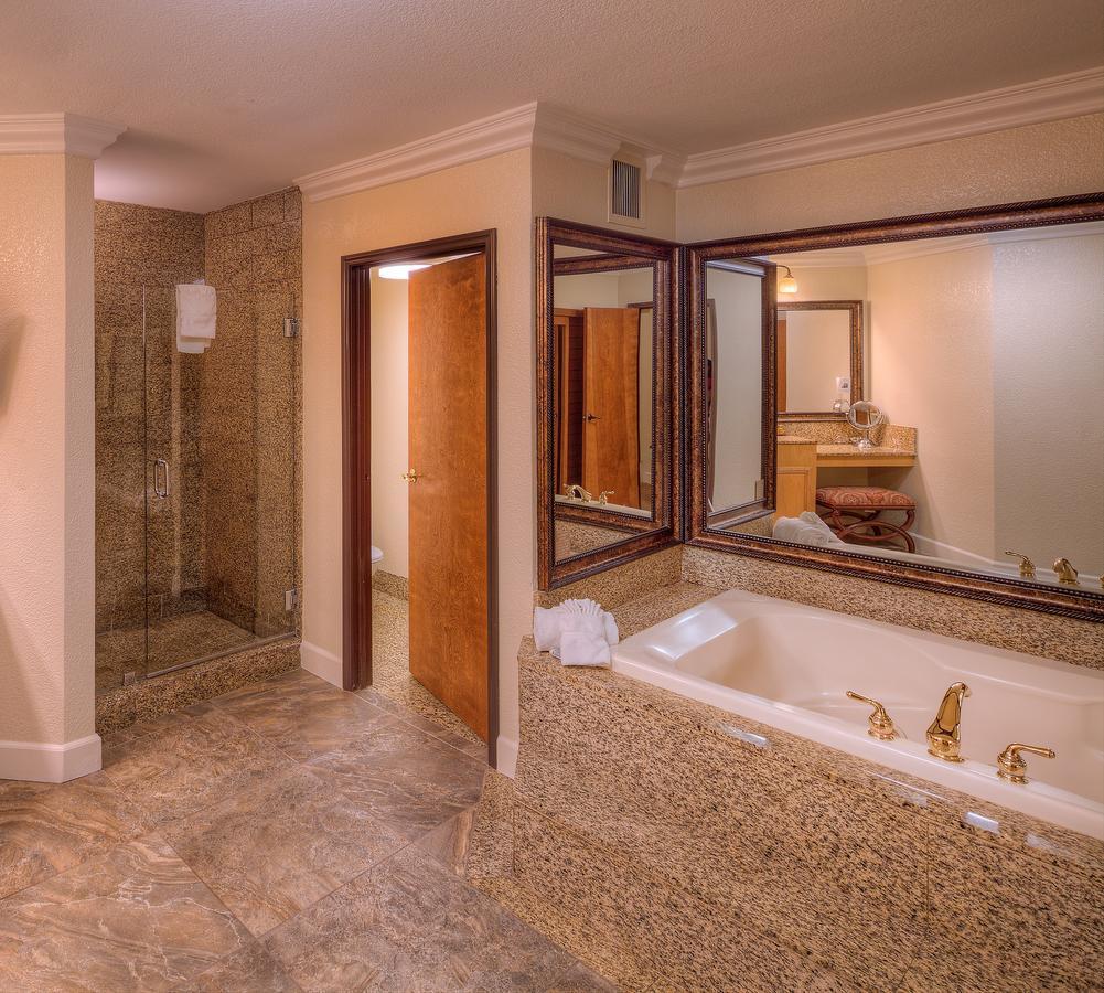 BEST-JACUZZI-HOTEL-CALIFORNIA-Pacific-Terrace-Hotel