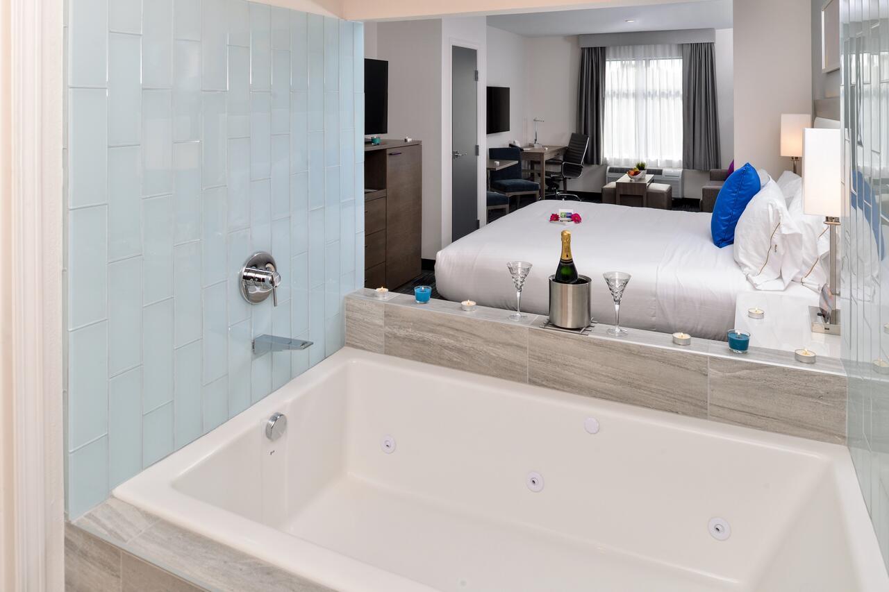 BEST-san-diego-hot-tub-suites