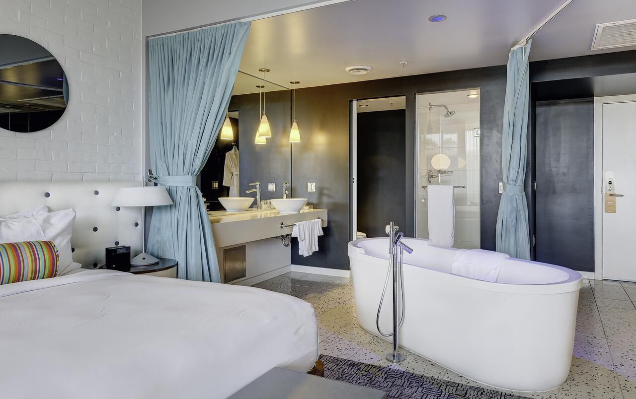 hotel-valley-ho-jacuzzi-suite-in-arizona