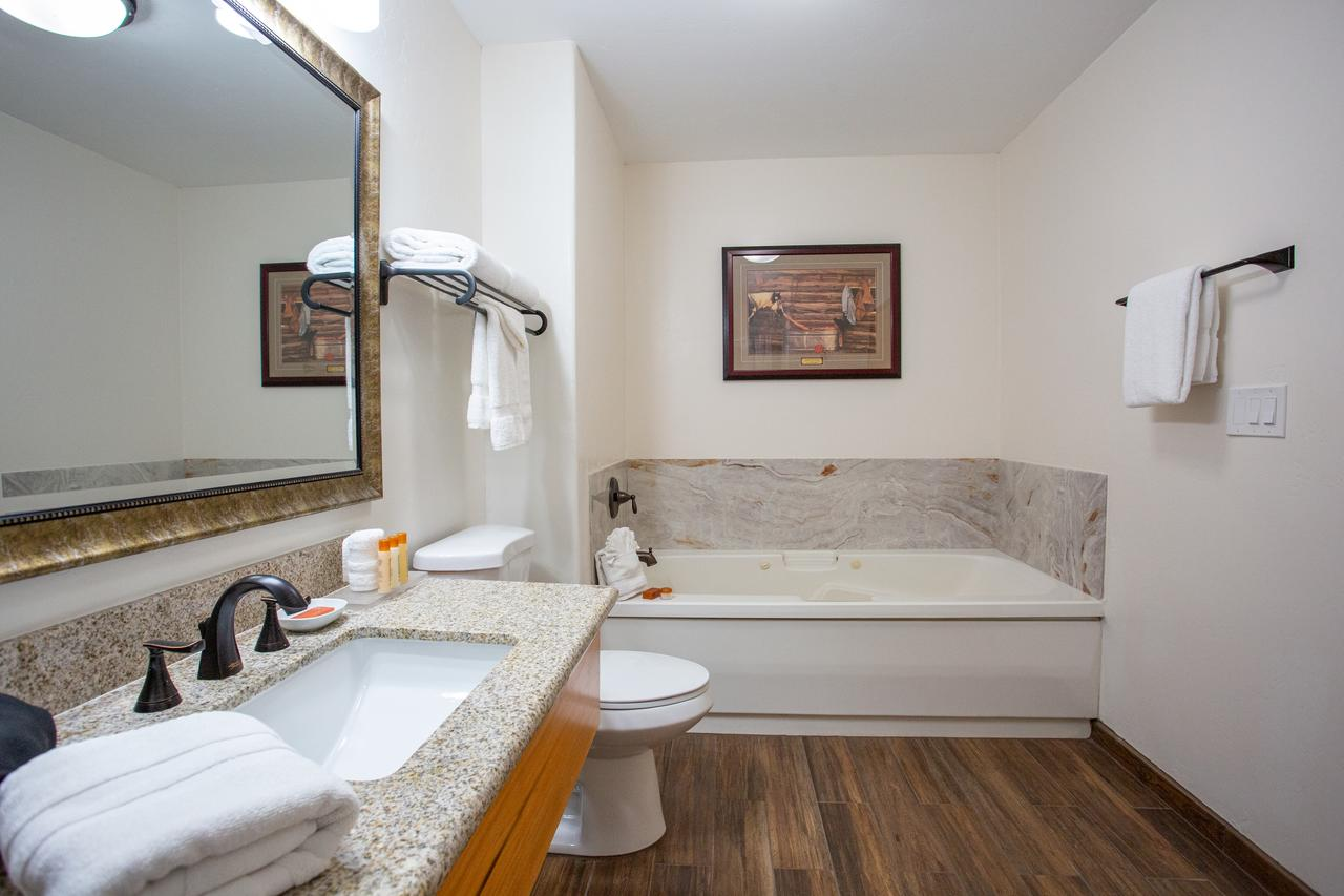 hotel-with-HOT-TUB-bath-sedona