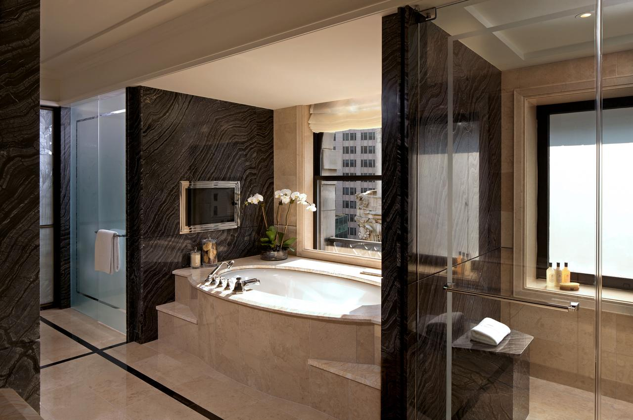 romantic-hotels-in-nyc-new-york-city-hot-tub-suites