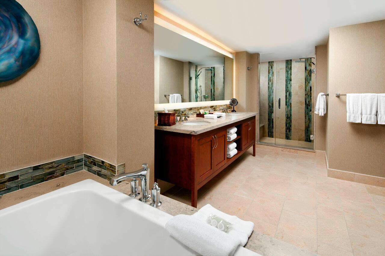 the-westin-jacuzzi-TUB-suites